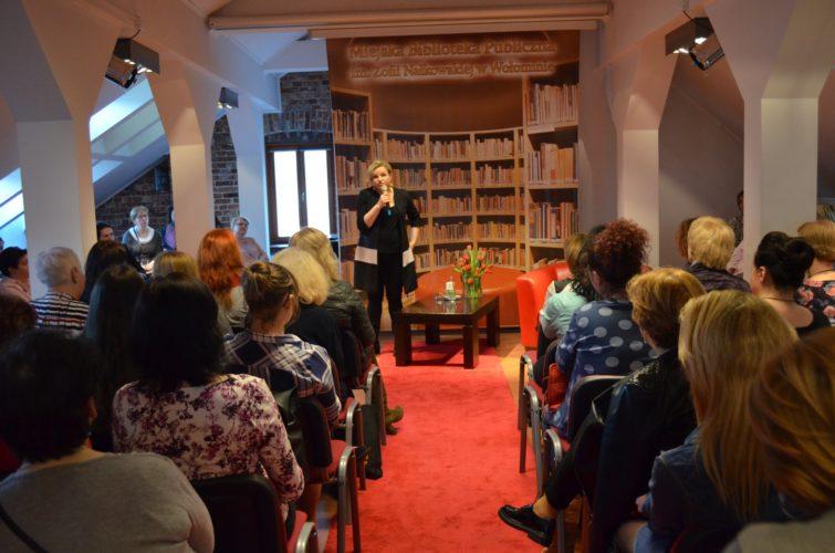 Kobiecy Wieczór z Katarzyną Bosacką w bibliotece