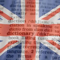 grafika z flagą brytyjską a w tle wyrazy angielskie
