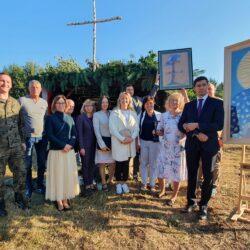 Msza Święta polowa przy Krzyżu upamiętniającym śmierć ks. Ignacego Skorupki w Ossowie