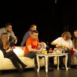 dzieci w teatrze