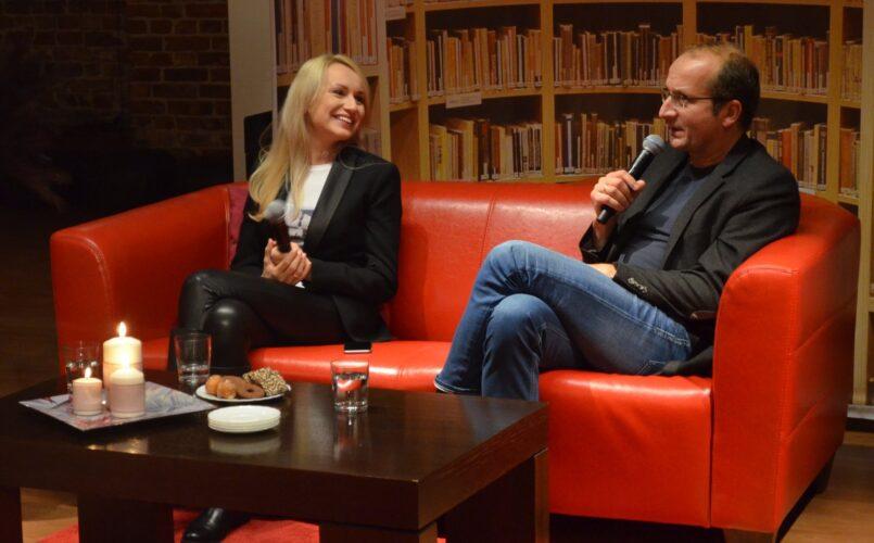 Spotkanie autorskie z Robertem Górskim, trwająca rozmowa