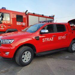 czerwony samochód strażacki