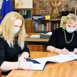 podpisanie umowy Burmistrz Wołomina i dyrektor żłobka
