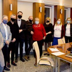 fotka przedstawiająca 9 osób