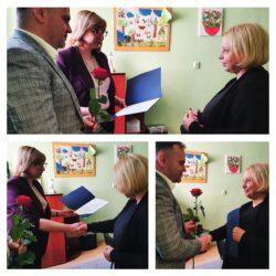 przekazanie kwiatów dla dyrektor