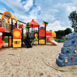 Nowy plac zabaw przy Szkole Podstawowej w Czarnej